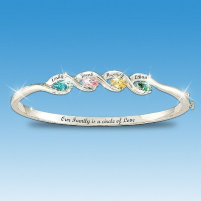 Circle of love Mother's Day bracelet - how cute is this bangle bracelet?  Mom will love the inscription,