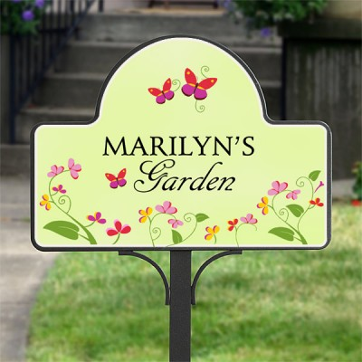 Personalized Garden Stake with Magnet is a sweet present for the woman who enjoys gardening!