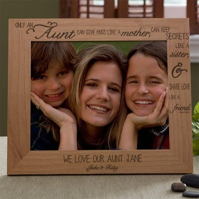 Special Aunt picture frame features a meaningful quote that describes the unique role an aunt plays in your life.