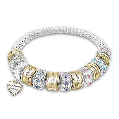 What mom wouldn't love this darling  personalized Mother's bracelet?  My favorite part is the heart-shaped 'My Family, My Joy