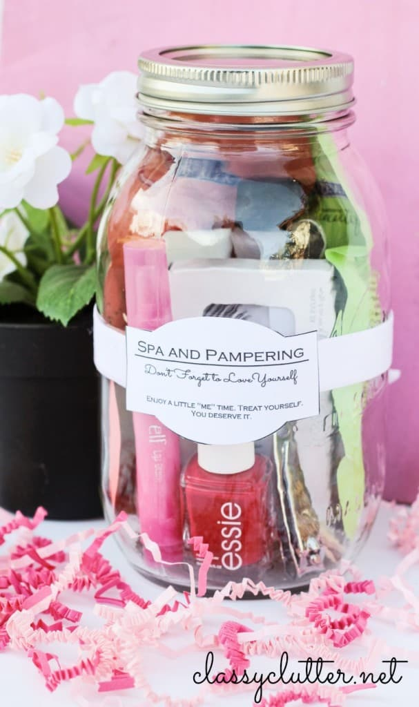 Adorable mason jar spa kit is a cute little DIY Mother's Day gift for the Mom or Grandma who's a bit stressed.