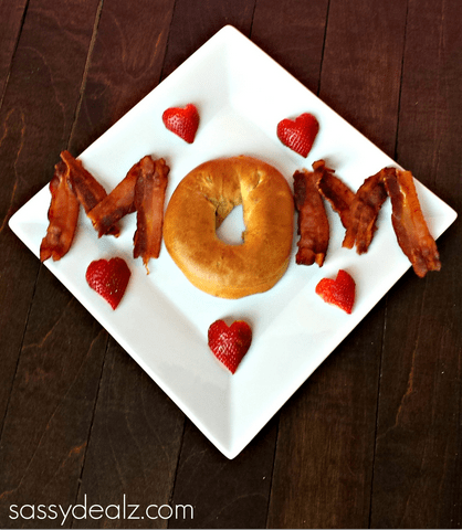 So cute, yet so easy...simply spell out Mom to create a cute Mother's Day breakfast plate.