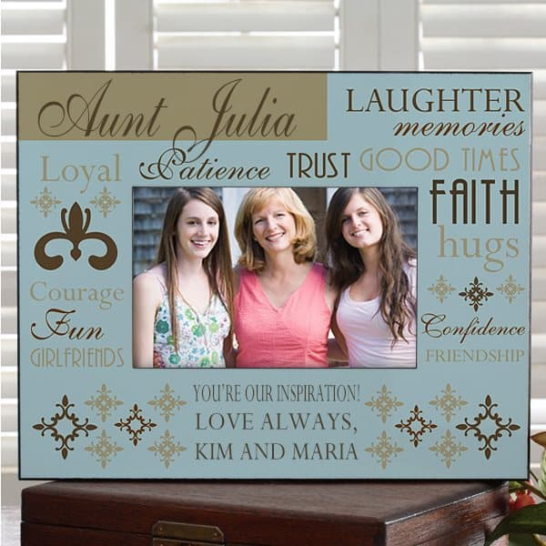 How sweet is this personalized aunt frame?  Love all the inspiring words!