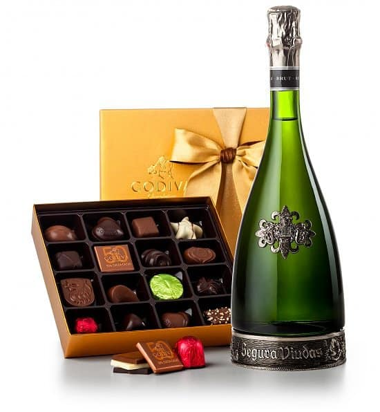 Chocolate & Champagne gift basket - Looking for a gift basket that's guaranteed to impress? Celebrate any special occasion with this elegant Spanish champagne and Godiva chocolate gift basket!